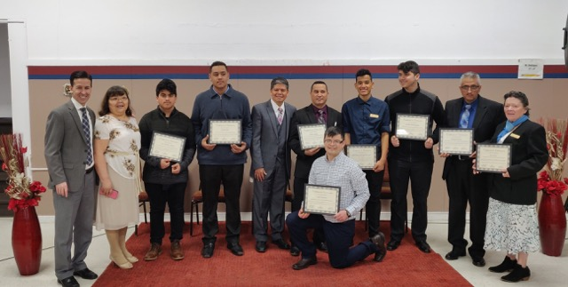 Hispanic Church Ordains Eight New Leaders/La iglesia hispana de Maranatha ordena a ocho nuevos líderes