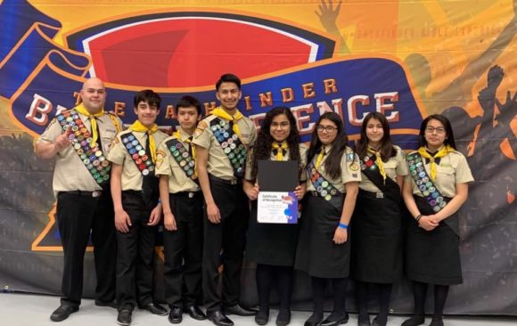 "Club de Conquistadores ""Las Panteras"" 1er. Lugar / Panthers Pathfinders Club Receives 1st place"