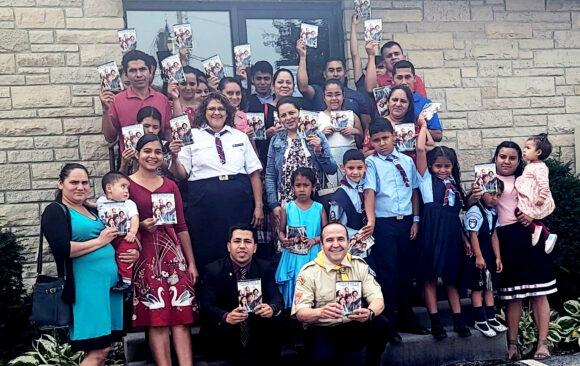 """Celebración del día de la revista """"El Centinela"""" en las iglesias Hispanas de Wisconsin"""