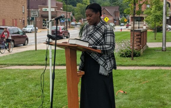 Richland Center Church Reading Scripture in the Park