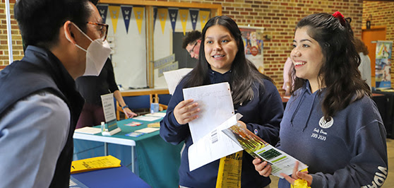 WA Juniors and Seniors Visit with Nine Colleges